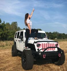 20 Chic Women and Their Lovely Jeep - Truck Girls - Cars Auto Jeep, Jeep Jk, Jeep Truck, Jeep Rubicon, White Jeep Wrangler, Pink Jeep Wranglers, Jeep Wrangler Girl, Trucks And Girls, Car Girls