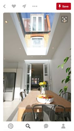 Light well right over french doors and then a large roof light further in dakraam Glass Extension, Roof Extension, Extension Ideas, Side Return Extension, Kitchen Diner Extension, Open Plan Kitchen, Victorian Terrace, Victorian Homes, Skylight Blinds