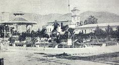 1903, Plaza Dueñas..ahora Parque Libertad  Al fondo derecha Palacio Presidencial Casa Blanca , frente al Portal de los Hermanos Aquilar....Izquierda se observa una de la torres de la antigua Iglesia El Rosario.