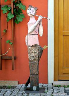 Ute Großmann - a very unique potter's pole / green home Murals Street Art, Totems, Ceramic Painting, Ceramic Art, Tadelakt, Ceramic Figures, Outdoor Sculpture, Aboriginal Art, Yard Art