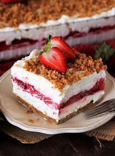 Slice of Fresh Strawberry Yum Yum Image Summer Desserts, No Bake Desserts, Easy Desserts, Delicious Desserts, Blueberry Yum Yum, Strawberry Dessert Recipes, Strawberry Pie, Baked Peach, Baked Strawberries