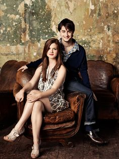 Bonnie Wright and Daniel Radcliffe. Now get married and have children More Pictures taken from the magazine Entertainment Weekly of Bonnie Wright, Daniel Radcliffe,Emma Watson and Rupert Grint. Harry Potter Tumblr, Harry Potter Hermione, Harry James Potter, Harry Y Ginny, Mundo Harry Potter, Harry Potter Pictures, Harry Potter Characters, Harry Potter Universal, Harry Potter Fandom