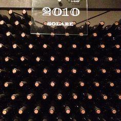 Facciamo un indovinello quante bottiglie di #vino Solare di +Capannelle arl entrato in una teca? Una parete di #Chianti chi non vorrebbe avere quest'angolo di #Toscana in casa! #Tuscany #wines http://www.madeintuscany.it/site/dt_portfolio/capannelle-gaiole-in-chianti/