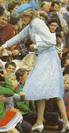 Prince & Princess Of Wales - Tour Of Australia & New Zealand - 15 Avril 1983 _ Suite