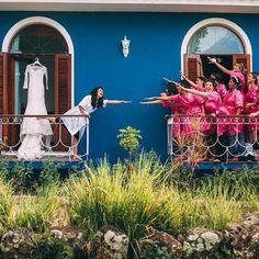 O seu dia de Noiva precisa ser leve, divertido e cercado de pessoas que realmente querem compartilhar essa felicidade com você. Foto @produtora7 . . #diadenoiva #diadenoivaespecial #diadenoivaexclusivo #casamentonafazenda #casamentounico #meudia #noiva #blognoivasconectadas #noivasconectadas Around The Worlds, Wedding Photography, Photo And Video, Instagram, Farm Wedding, Godmothers, Engagement, Happiness, People