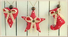 Christmas Crafts Christmas Hearts, Felt Christmas, Christmas Projects, Holiday Ornaments, Holiday Decor, Fabric Ornaments, Craft Sale, Felt Crafts, Embellishments