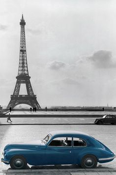 La Voiture Bleue - Paris Photography I can always enjoy one more picture of the Eiffel Tower! Dubrovnik, Eifel, Paris Photography, Photography School, Urban Photography, Belle Villa, I Love Paris, Vacation Packages, Belle Photo