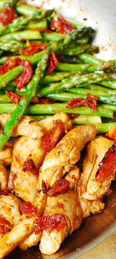 Paprika Chicken, Asparagus, and Sun-Dried Tomatoes Skillet #Mediterranean #Italian #dinner #recipe