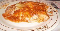 2 pacotes de massa de lasanha  - 400g de mussarela  - 200g de presunto  - 1/2 k de carne moida  - 600g de requeijão (2 potinhos) os de copo vem pouco  - 2 latas de molho de tomate  - 5 pacotinhos de sazon  - 2 tablebes de caldo de picanha  -