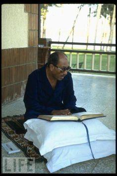 Sadat... President Of Egypt, Man Of Peace, Turkish Army, Modern History, Vintage Photographs, Good Old, Historical Photos, Old Photos, Egyptian