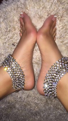 Anklet Aricia Anklets Rhinestone Gold Foot Jewelry - Gold or Silver Coin Barefoot Sandals Fits sizes Order includes pair Indian Jewelry Sets, Indian Wedding Jewelry, Bridal Jewelry, Beach Jewelry, Ankle Jewelry, Ankle Bracelets, Body Jewelry, Tika Jewelry, Feet Jewelry