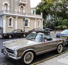 - Mercedes-Benz 280 SL Pagode - The Best or Nothing.😍 - The Astonishing Pagode. Mercedes Auto, Mercedes Classic Cars, Mercedes Benz Autos, Bmw Classic Cars, Mercedes Wheels, Benz Amg, Mercedez Benz, Vw Vintage, Bmw Z3