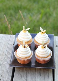 Summer is the season for cupcakes. Looking for a few recipe ideas? We've brought together 10 excellent cupcake recipes that you can enjoy all summer. Beehive Cupcakes, Honey Cupcakes, Summer Cupcakes, Bumble Bee Cupcakes, Cupcake Recipes, Cupcake Cakes, Cupcake Ideas, Cup Cakes, Baby Shower