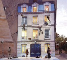 Bâtiment (Building) is a mirrored installation by artist Leandro Erlich