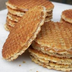 Stroopwafels are Dutch waffle cookies with a caramel- like filling. Köstliche Desserts, Delicious Desserts, Dessert Recipes, Yummy Food, Tasty, Dutch Waffles, Crepes And Waffles, Dutch Recipes, Baking Recipes