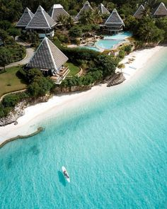 Luxury Boat, Beautiful Places To Travel, Tropical Houses, Adventure Is Out There, Resort Spa, Holiday Travel, Beach Trip, Hotels And Resorts, Beautiful Pictures
