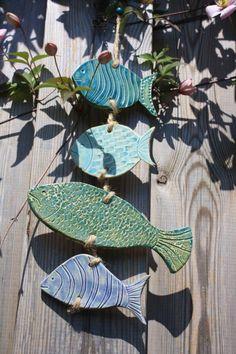 Frott e large 13 x 10 poisson poterie argile par for Holzwand im garten dekorieren