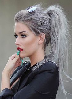 Looking for silver hair color inspirations for your new hairstyle? Take a hint from this roundup of silver hair ideas and tips to pick the best one for you. Grey Hair Color Dye, Hair Color 2016, Metallic Hair Color, Hair Color Shades, Hair Dye Colors, Silver Color, Messy Ponytail Hairstyles, Cool Hairstyles, Style Hairstyle