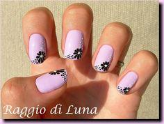 Raggio di Luna Nails: Black flower on lavender