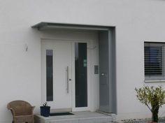 Alu-Vordach mit Seitenteil und Briefkasten<br />Karlsruhe-Neureut