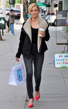 Spotted! Elizabeth Banks shows us some serious #NYDJstyle while out shopping in LA!