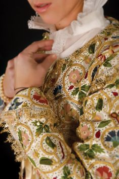 Winterthur, The Royal School, Types Of Embroidery, Linens And Lace, Gold Work, Textiles, Victoria And Albert Museum, British Style, Dress Patterns