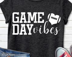Football Spirit, Fox Football, Football Outline, Baseball, Football Mom Shirts, Football Sayings, Volleyball Shirts, Basketball Shirts, Game Day Quotes