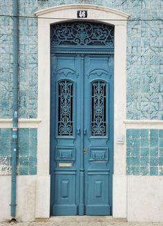 Blue tiles and blue Door Portugal Cool Doors, The Doors, Unique Doors, Entrance Doors, Doorway, Windows And Doors, Doors Galore, When One Door Closes, Door Gate