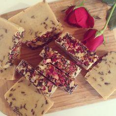 Homemade Soap Wíth Roses And Vanilla