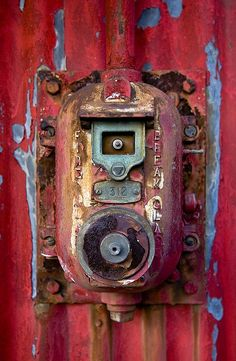 Rust | さび | Rouille | ржавчина | Ruggine | Herrumbre | Chip | Decay | Metal | Corrosion | Tarnish | Texture | Colors | Contrast | Patina | Decay | Gas meter