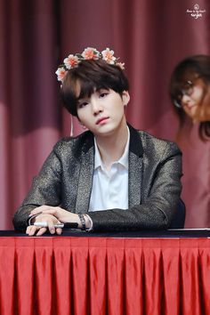 +yoongi with a flower crown is my aesthetic+