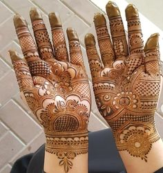 Mehndi Designs For hands - we made a detailed guide of mehndi designs for hands that can help you decide your upcoming mehendi look! Palm Henna Designs, Palm Mehndi Design, Latest Bridal Mehndi Designs, Mehndi Designs Book, Back Hand Mehndi Designs, Mehndi Designs 2018, Mehndi Designs For Girls, Mehndi Designs For Beginners, Modern Mehndi Designs