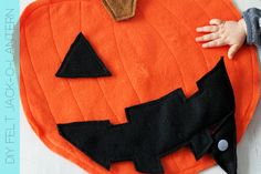 A pumpkin for punkins: Felt jack-o-lantern DIY #halloween #crafts #toddler #kids