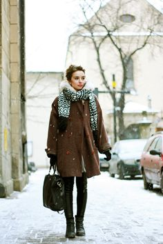 lovely winterness -- boxy swing coat, chunky neck-hugging scarf, skinny legs, undone boots, satchel in hand!