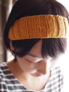 ウールの手編みヘアーバンドです。細みの毛糸を使用し、 ふんわりやわらかな手触りで、伸縮性抜群です。まとめ髪にも使いやすい巾になっています。シンプルに普段使いに...|ハンドメイド、手作り、手仕事品の通販・販売・購入ならCreema。
