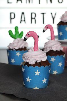 Muffins mit Fondantdeko in Form eines Flamingos Marshmallow Fondant, Flamingo Party, Stolz Wie Bolle, Cupcakes, Form, Desserts, Schokolade, Cakes, Raspberries