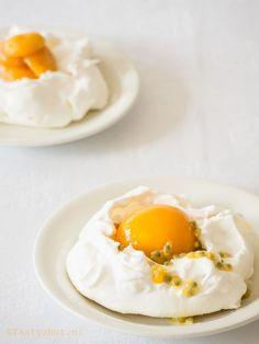 Goed Pavlova recept, altijd willen weten wat het verschil is tussen Pavlova en meringue, dat lees je hier - Photography: © Gitta for www.tastyshot.nl