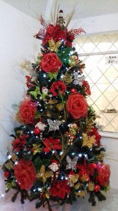 Whimsical Christmas Trees, Funny Christmas Tree, Beautiful Christmas Trees, Christmas Angels, Xmas Tree, Christmas Crafts, Christmas Tree Decorating Tips, Snowman Christmas Decorations, Christmas Tree Themes