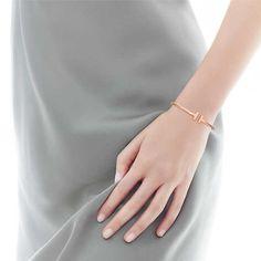 Tiffany T wire bracelet in 18k rose gold, medium.