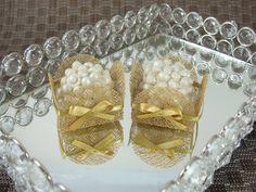 Forminhas para Doces Finos em Tela : Caixeta 4 Pétalas : Caramelo / Dourada - Para decoração de mesa de doces em casamentos, formaturas, 15 anos, aniversários. http://vitrine.elo7.com.br/maisformosa