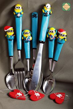 Here are some of the fimo spoons with minions that I've made ! Sculpey Clay, Polymer Clay Figures, Polymer Clay Crafts, Clay Pen, Clay Mugs, Clay Charms, Cold Porcelain, Ceramic Painting, Clay Projects