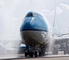KLM Boeing 747 - Shower Time! - photo: Rene Munoz