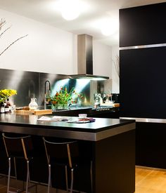 Arclinea's black cabinets with stainless-steel trim outfit the Manhattan kitchen of Dana Dramov. Photo 11 of 11 in 10 Stunning Ways to Use Black in Your Kitchen from A Modern Kitchen Renovation in New York Modern Kitchen Renovation, Kitchen Remodel, Black Kitchens, Cool Kitchens, Dream Kitchens, Beautiful Kitchens, New Kitchen, Kitchen Decor, Kitchen Ideas
