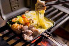 ホットサンドメーカーで作るとろとろチーズキャンプ料理 Sandwiches, Outdoors, Camping, Meat, Chicken, Recipes, Food, Campsite, Recipies