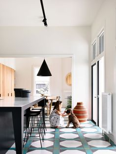 Belmont House in Kew by Kennedy Nolan Belmont House, Kennedy Nolan, Colorful Apartment, Urban Cottage, Urban Kitchen, Interior Decorating, Interior Design, Elegant Homes, Beautiful Interiors
