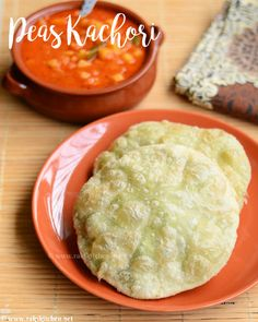 green peas kachori - Bengali style stuffed flat bread with green peas! Full video and step by step pictures recipe! Holi Recipes, Lunch Recipes, Indian Food Recipes, Breakfast Recipes, Vegetarian Recipes, Ethnic Recipes, Peas Kachori Recipe, Dry Snacks, Samosas