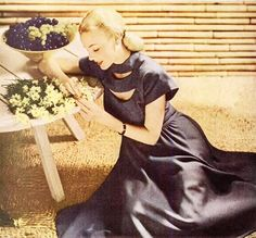 Springtime fashion loveliness, 1947. #vintage #1940s #dress