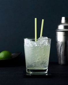 Vodka and Diet Lime-flavored Soda Like Sprite Zero or Diet Sierra MistNo, it's not the most glamorous drink at the bar, but it is refreshing (and refreshingly low in calories—under 100!). Plus, it's clear, so your dry cleaner will thank you if you spill any on your new party dress. Low Calorie Vodka, Low Calorie Alcoholic Drinks, Low Carb Cocktails, Vodka Cocktails, Cocktail Drinks, Vodka Martini, Cocktail Ideas, Cocktail Recipes, Cheers