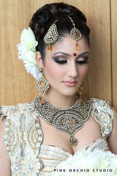 Beautiful makeup for an Indian Wedding! Indian Wedding Makeup, Indian Bridal Makeup, Asian Bridal, Bride Makeup, Wedding Hair And Makeup, Hair And Makeup Artist, Hair Makeup, Makeup Artists, Eye Makeup