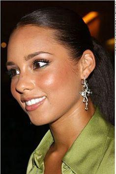 alicia keys, a Light Spring? Alicia Keys, Beautiful Lips, Beautiful Black Women, Beautiful People, Stunning Girls, Manhattan, Romantic Woman, Fresh Makeup, Yellow Hair